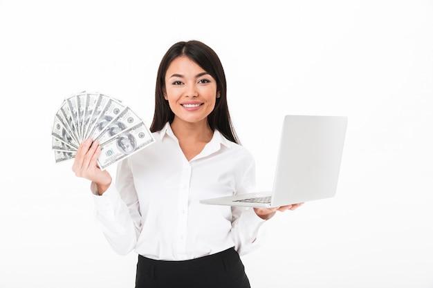 Portret van een succesvolle aziatische onderneemster