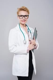 Portret van een succesvolle vrouwelijke arts