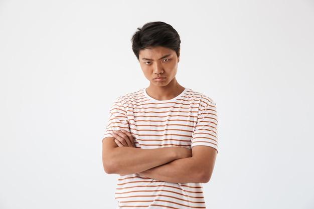 Portret van een teleurgestelde jonge aziatische man