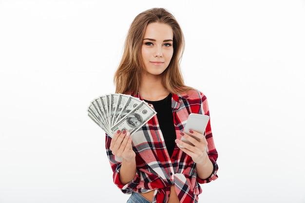 Portret van een tevreden lachende meisje in plaid shirt