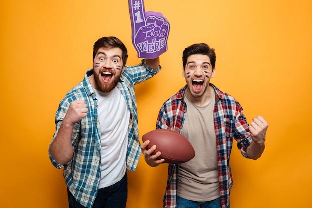 Portret van een twee opgewonden jonge mannen