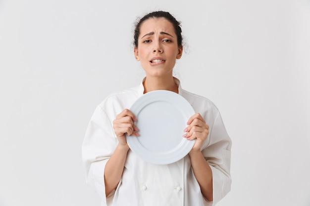 Portret van een verleidelijke jonge vrouw met gerechten
