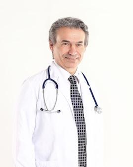 Portret van een volwassen arts therapeut geïsoleerd op een witte achtergrond