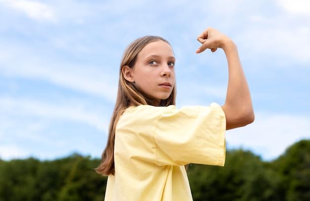 Portret van een vrij zelfverzekerd meisje