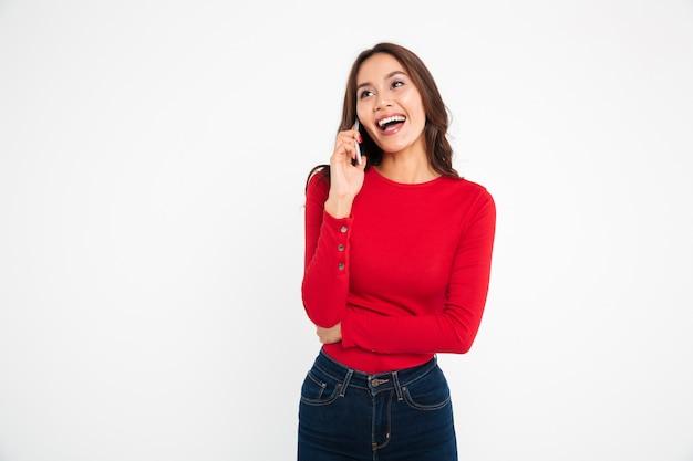 Portret van een vrolijke tevreden aziatische vrouw