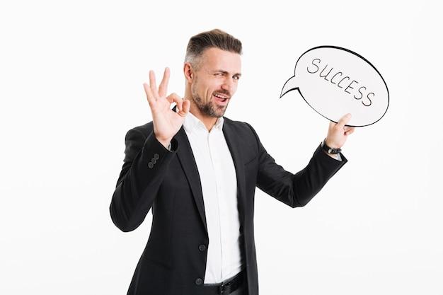 Portret van een vrolijke volwassen zakenman