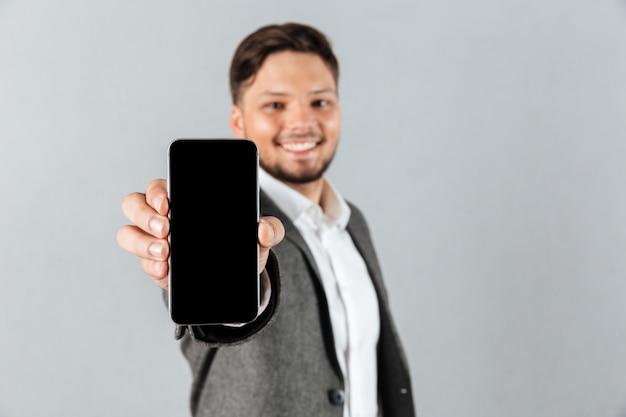 Portret van een vrolijke zakenman
