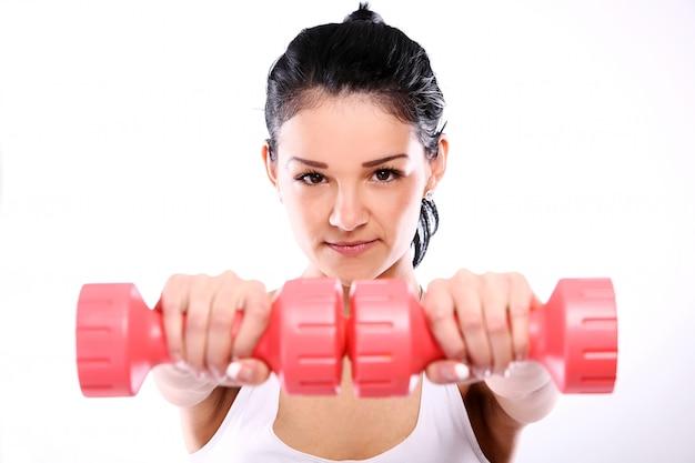 Portret van een vrouw die oefening doet