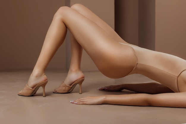 Portret van een vrouw met een perfect esthetisch lichaam