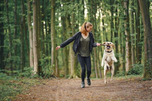 Portret van een vrouw met haar mooie hond