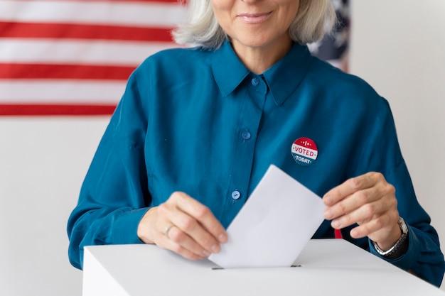 Portret van een vrouw op de dag van de kiezersregistratie