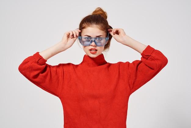 Portret van een vrouw rode lippen aantrekkelijke look geïsoleerde background