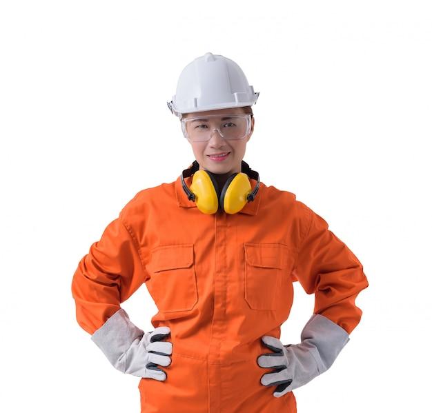 Portret van een vrouwenarbeider in werktuigkundige jumpsuit die op witte achtergrond wordt geïsoleerd