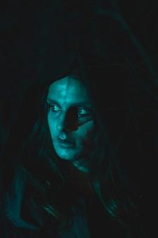 Portret van een wonderbaarlijke magiër voor halloween