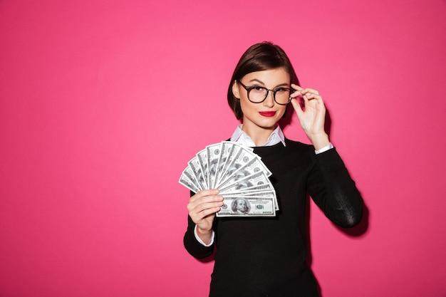 Portret van een zelfverzekerde succesvolle zakenvrouw