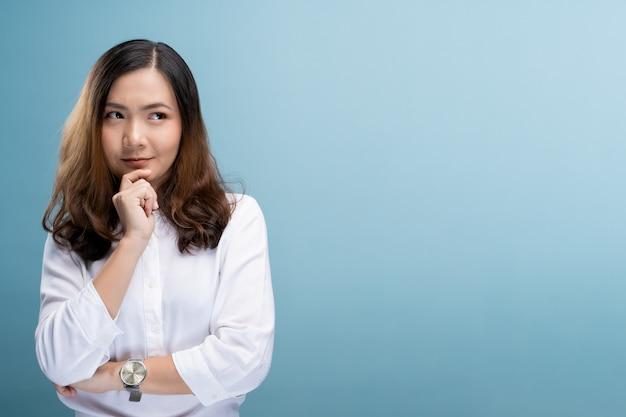 Portret van een zelfverzekerde vrouw