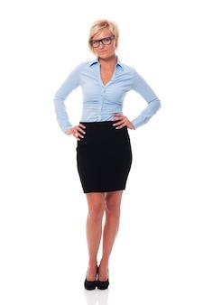 Portret van focus en serieuze zakenvrouw