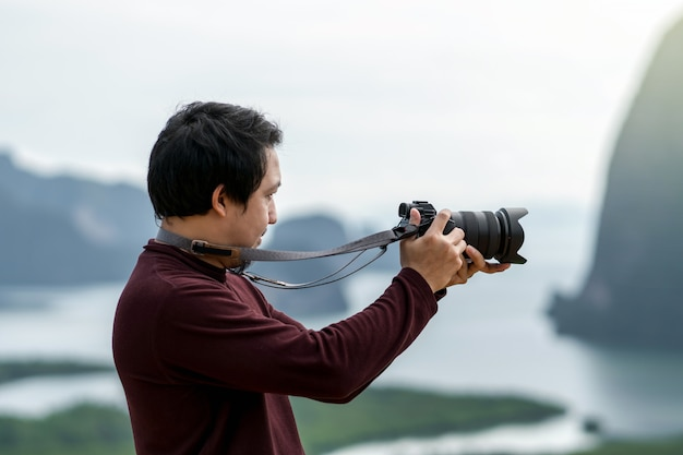 Portret van fotograaf of de toerist over het fantastische landschap van het punt van de samed nang chee mening