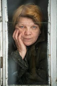 Portret van geïsoleerde vrouw zelf