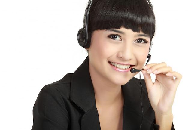 Portret van gelukkig lachend vrolijke ondersteuning telefoon operator in hoofdtelefoon