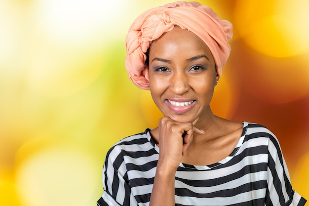 Portret van gelukkige afrikaanse amerikaanse vrouw
