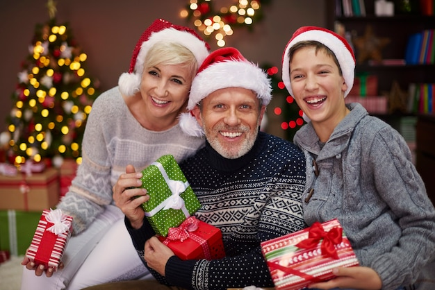 Portret van gelukkige drie mensenfamilie