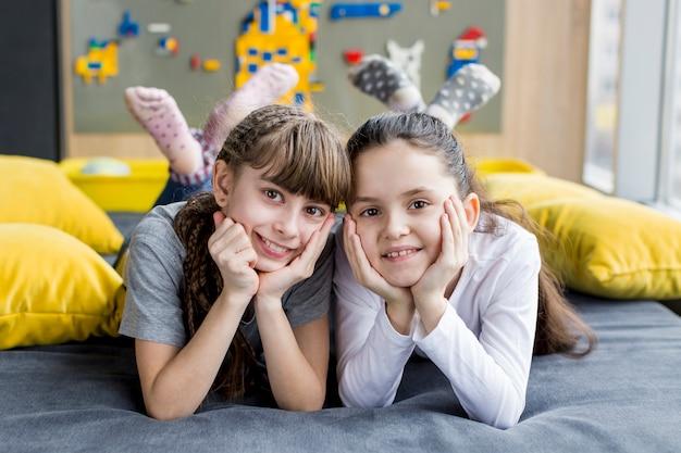 Portret van gelukkige meisjes