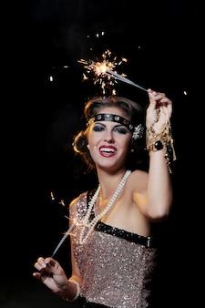 Portret van gelukkige, mooie carnaval vrouw