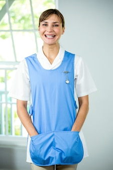 Portret van gelukkige verpleegster