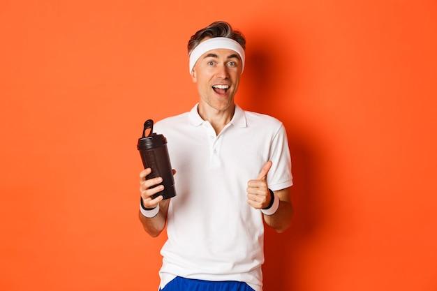 Portret van gezonde en actieve fitness man van middelbare leeftijd, gym uniform dragen