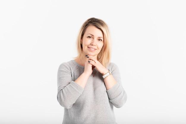 Portret van glimlachende vrouw van middelbare leeftijd