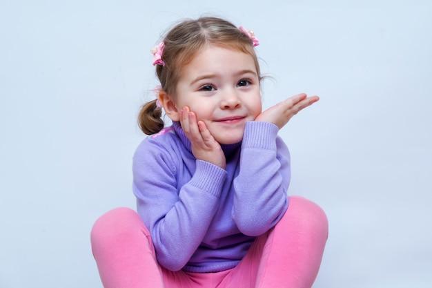 Portret van heel lief klein meisje