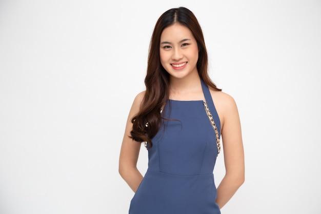 Portret van het jonge bedrijfsvrouw glimlachen