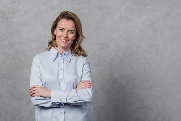 Portret van het rijpe vrouw glimlachen