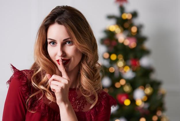Portret van het sexy vrouw zwijgen