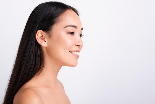 Portret van jonge aziatische vrouw