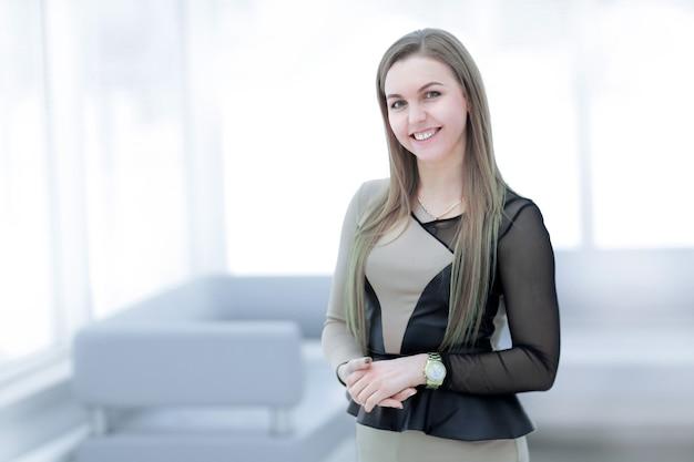 Portret van jonge bedrijfsvrouw