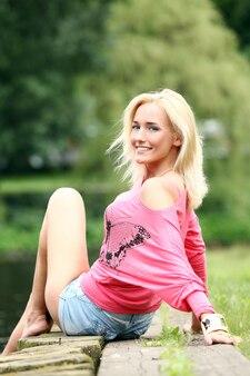Portret van jonge en mooie blonde