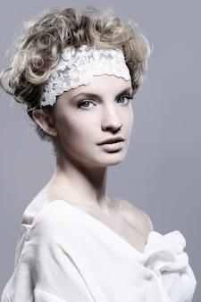 Portret van jonge en mooie vrouw