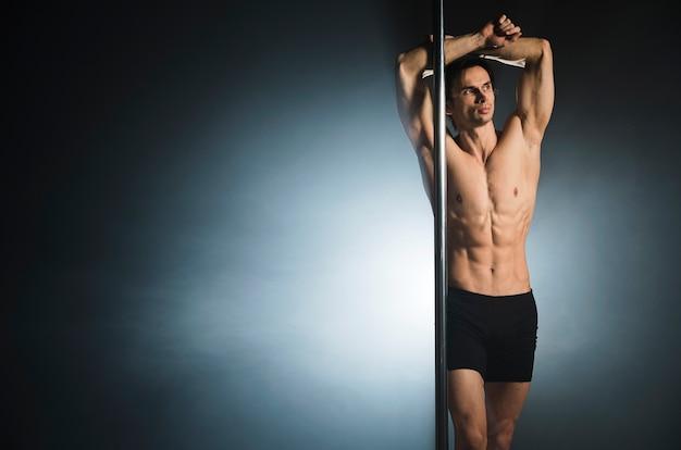 Portret van jonge mannelijke modus poseren