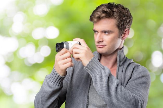 Portret van jonge mannen die foto nemen