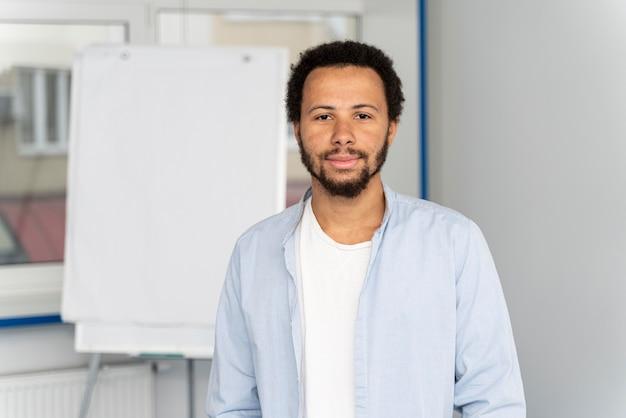 Portret van jonge mensenwetenschapper