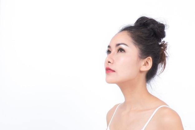 Portret van jonge mooie model vrouw concept perfecte gladde huid en natuurlijke cosmetica huidverzorging.