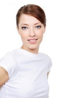 Portret van jonge mooie vrouw met een expressieve uitstraling