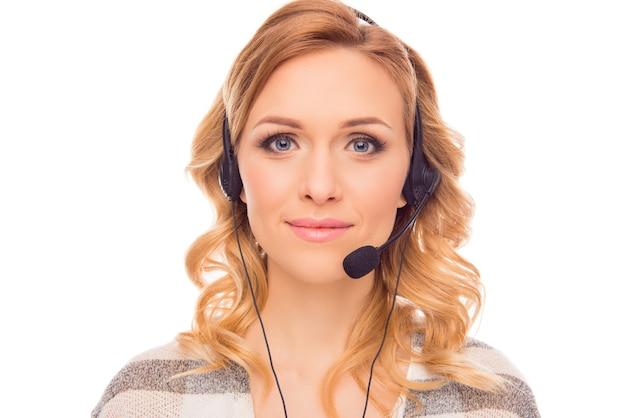Portret van jonge vrij charmante agent van call centre