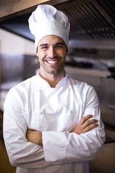 Portret van knappe chef-kok