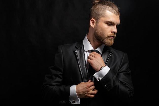 Portret van knappe stijlvolle man