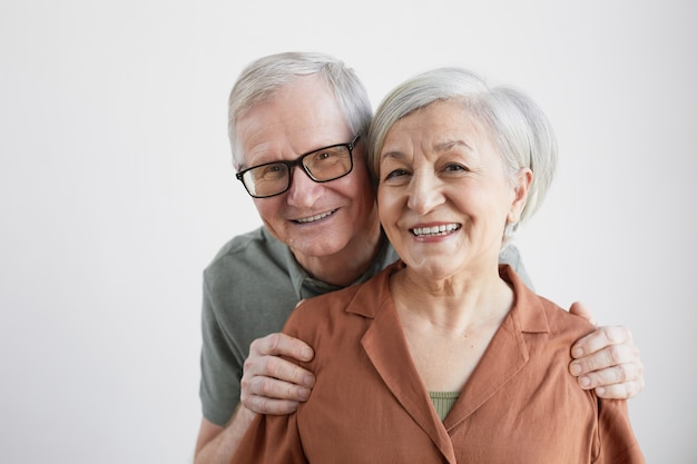 Portret van lachend senior koppel