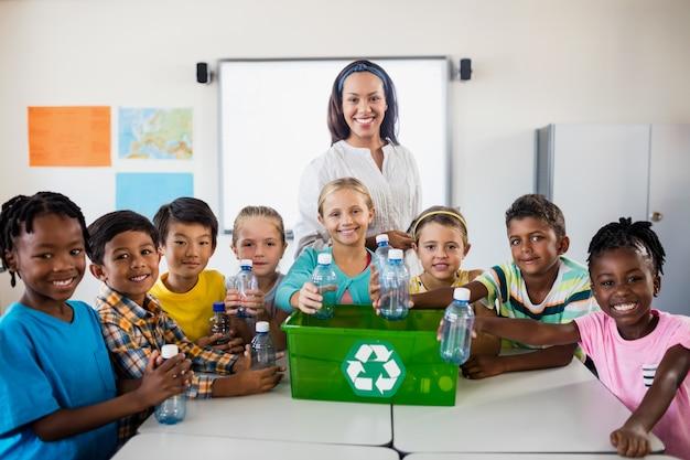 Portret van leerlingen en leraren recycling
