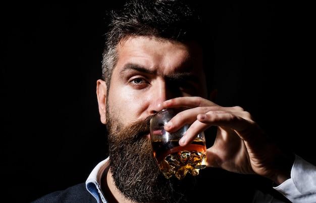 Portret van man met dikke baard